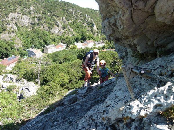 Mödlinger Klettersteig : Blick auf die klausen vom mödlinger klettersteig